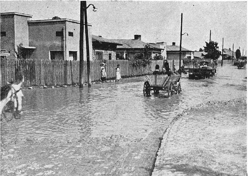 partea veche a Berceniului stradă inundată