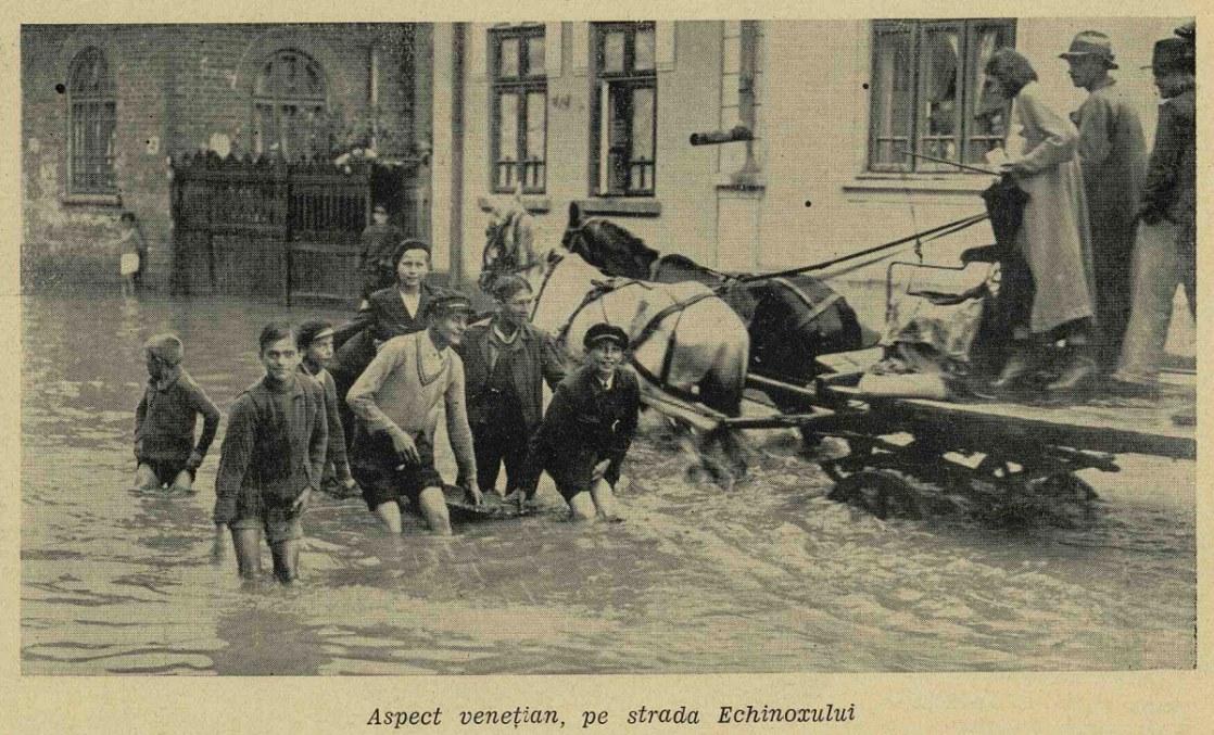 """Veneția, cu tot cu canalele ei, nici nu se comparã cu strada Echinoxului si inundațiile din '35. :) ( Strada Echinocțiului, lângã Institutul de Pneumologie Marius Nasta. Sursa: """"Ilustratiunea romana"""", 3 iulie 1935)"""