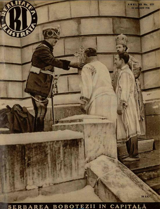 Regele Carol al II-lea primește crucea de la credincios