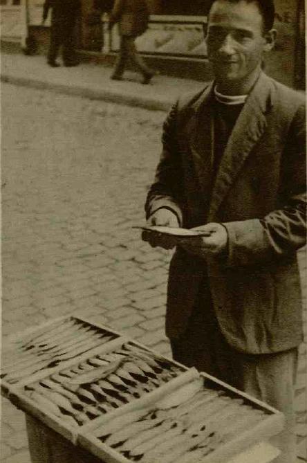 Scrumbiile se vindeau la colț de stradă