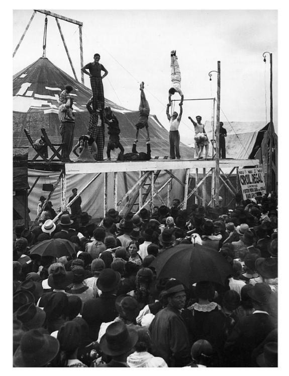 Acrobați, 1925