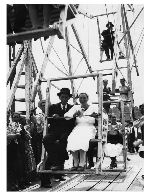"""Tineri căsătoriți în """"Dulap"""", 1925"""