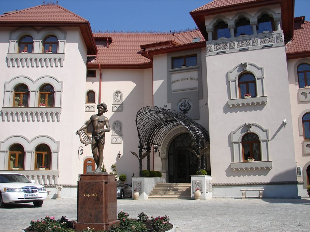 Palatul Suter Carol Parc Hotel